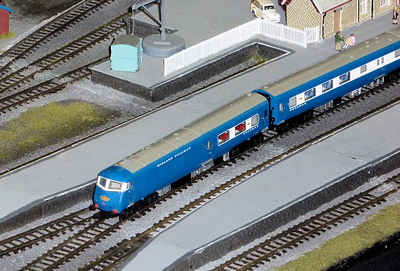 Farish N gauge blue pullman painted